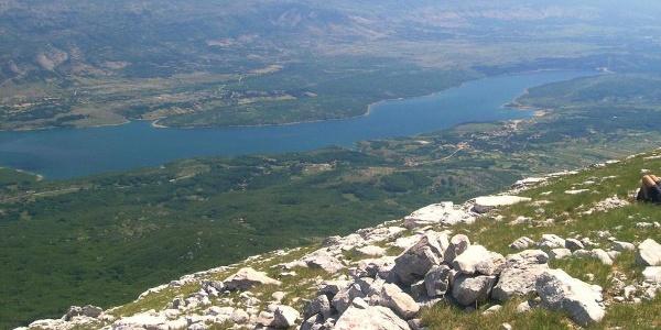 Jezero Peruča s vrha Svilaje