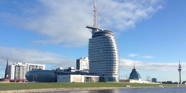 Schleifenroute - Blick auf das Klimahaus, Konferenzzentrum, im Hintergrund Mediterraneo und Freihafenmuseum