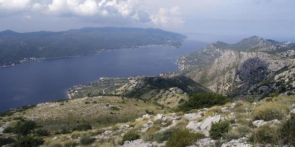 Otok Korčula s uspona prema Svetom Iliji