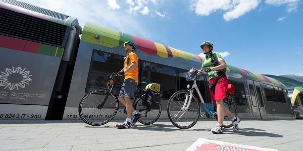 Die Vinschger Bahn bietet komfortablen Radtransport