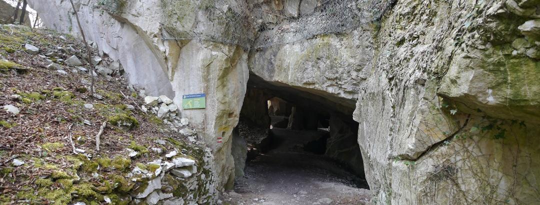 Auf unserem Weg liegt der begehbare Steinbruch Cave Alte