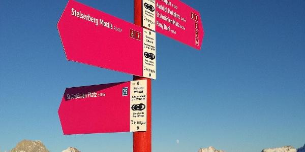 Beim Verzweigungspunkt Bärenseewen verlässt der Trail Nr. 25 die Panoramaroute zum Stelserberg.