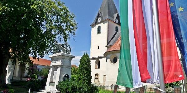 Pfarrkirche Gamlitz mit Kriegerdenkmal
