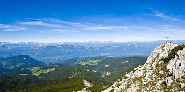 Vista panoramica dalla punta del Corno Bianco