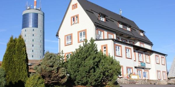 Ansicht Haus mit Inselbergturm