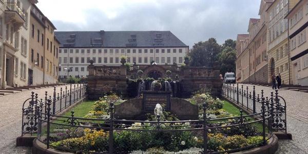 Schleifenroute - Wasserspiele mit Blick auf Schloss Friedenstein Gotha