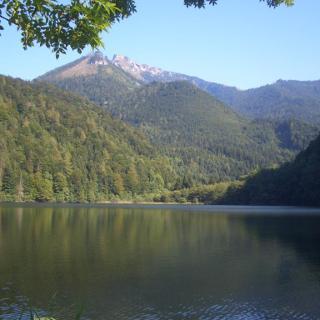Blick über den Krottensee zum Schafberg.