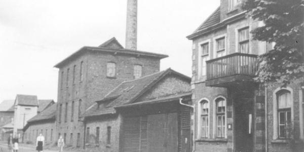 Das Fabrikgebäude der Vehrter Schwarzkreidewerke um 1930