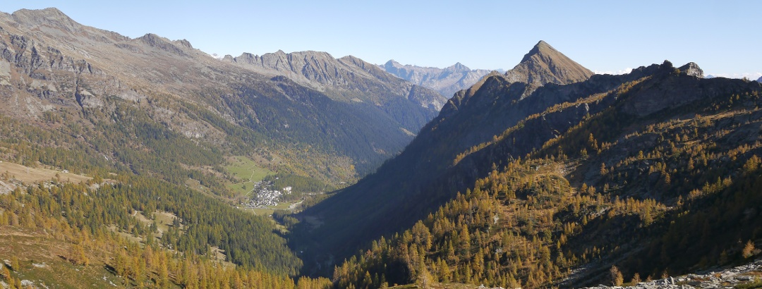 Ausblick auf dem Weg zum Passo Quadrella, im Tal Bosco Gurin