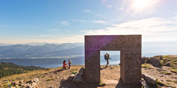 Familienwanderung entlang vom Enzian-Granat-Steig zum Granattor