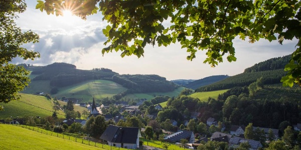 Blick auf Kirchrarbach im Henne-Rartal