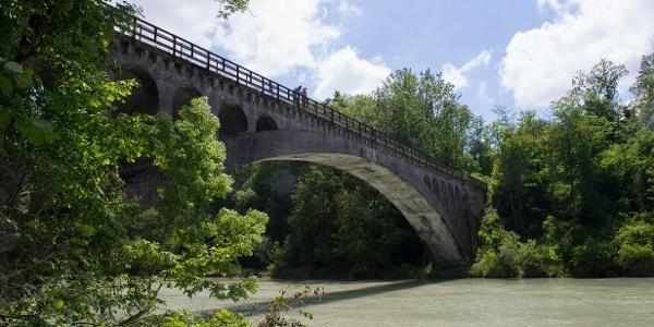 Eisenbahnbrücke - Überquerung Iller in Illerbeuren