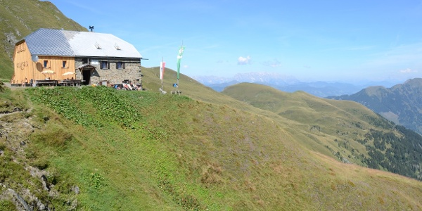 Von der Gleiwitzer Hütte sieht man auf Hochkönig- und Dachsteingruppe.