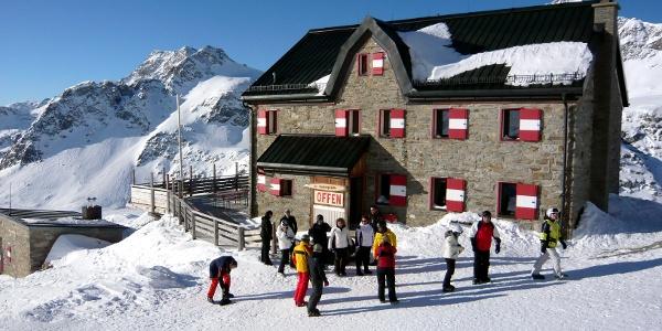 Duisburger Hütte im Winterbetrieb