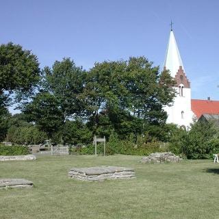 Kyrka och klosterruiner i Östra Tommarp