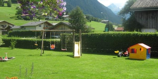 Spielplatz und Liegewiese