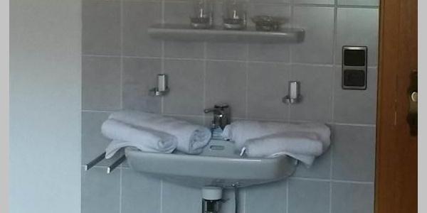 Zimmer 1 mit extra Waschbecken