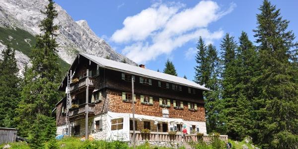 Die Reintalangerhütte - eine idylische Hütte an einem idylischen Fleckchen Erde