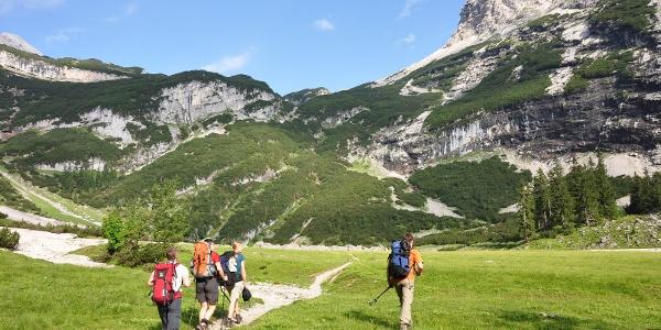Vorfreude pur: Am Oberanger auf dem Weg zu Knorrhütte und Zugspitzgipfel