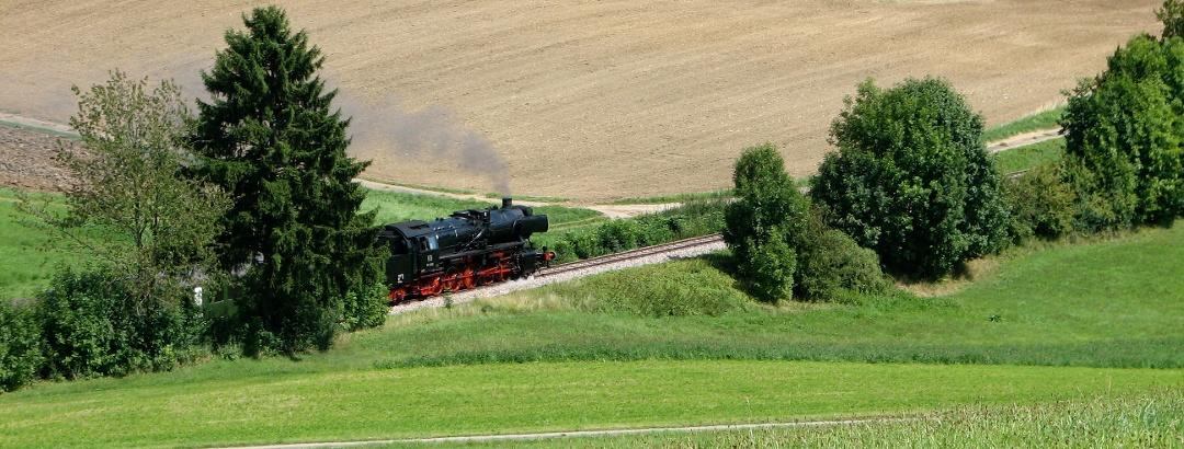Die historische Sauschwänzlebahn in der Nähe von Blumberg