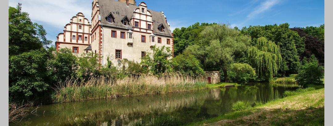 Schloss Windischleuba mit Wassergraben