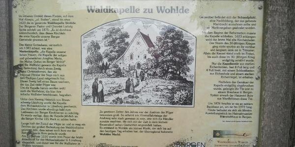 Hinweistafel für die ehemalige Waldkapelle in Wohlde