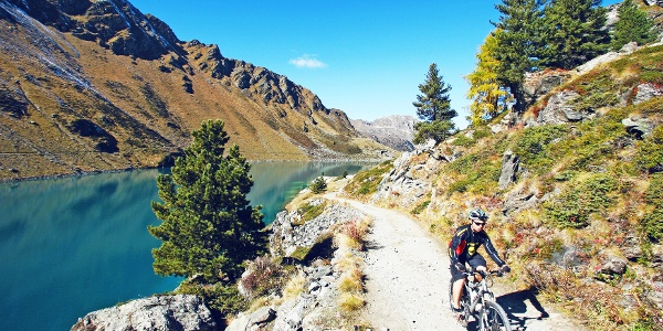 Mountainbiker am Cleuson Stausee