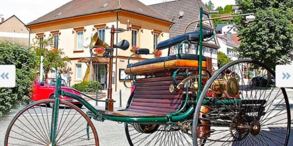 Bertha-Benz-Mobil auf dem Dorfplatz Ersingen