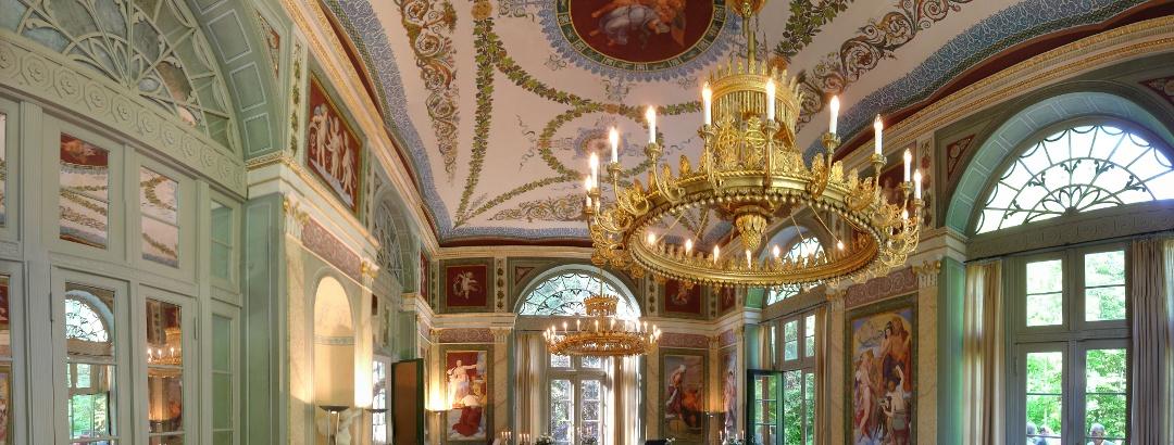 Konzertsaal mit großem Radleuchter - Schwind-Pavillon