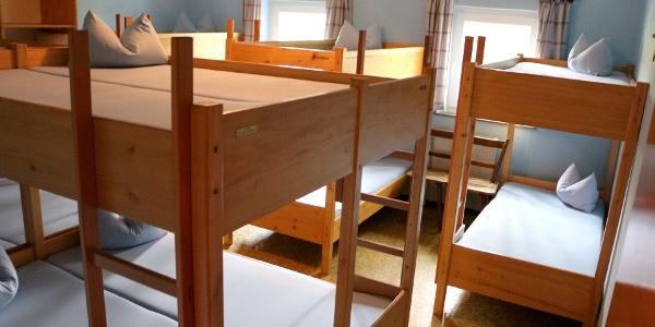 Großer Schlafraum mit 14 Betten