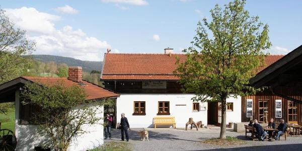 """Erlebnishof """"Alte Mühle"""" im Kurpark St. Englmar"""