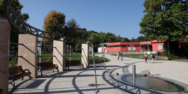 Kurparkeingang in Bad Bergzabern mit Therme