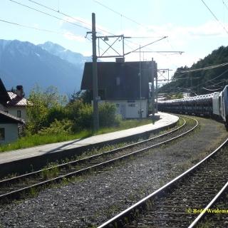 Bahnhof Hochzirl, die Bergwege beginnen am Bergseitigen Bahnsteig