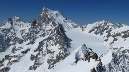 Der Routenverlauf vom Refuge Écrins auf den Roche Faurio. Pic Coolidge, Le Fifre, Barre des Écrins (v.l.n.r. ).
