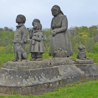 """Denkmal an """"Babička"""" im Großmuttertal"""