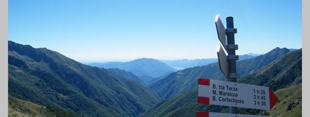 Herrlicher Ausblick vom Passo delle Crocette über das Val Pogallo nach Süden zum Lago Maggiore.