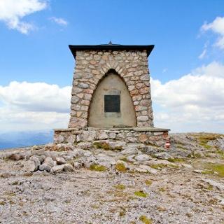 Heldendenkmal des ÖTK auf der Heukuppe (Rax)