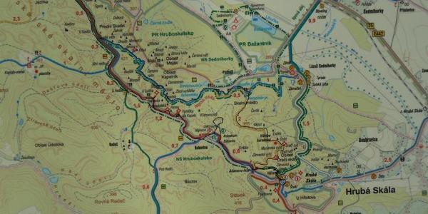 Unsere Route durch die Felsenstadt Hrubá Skála (schwarz markiert)