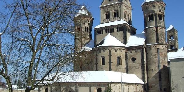 Abteikirche im Winter