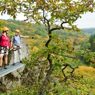 Klettersteig am Hölderstein mit Blick ins Grenzbachtal