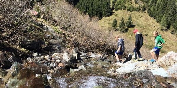 Überquerung Wasserfallrinne Richtung Neualm