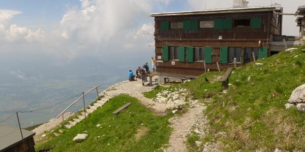 Presernova Koca na Stol 2193 m