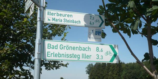 Wegweiser am Illerradweg Richtung Maria Steinbach