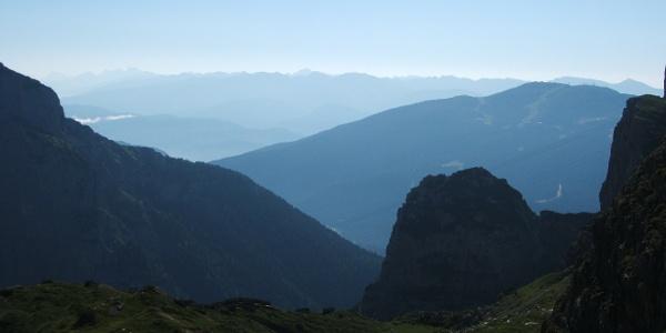 Panorama verso est nei pressi del rifugio Pedrotti