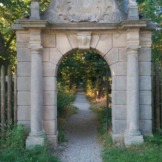 Eingang zum Irrhain bei Kraftshof