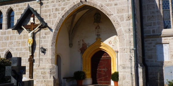 Eingangsportal der Kirche St. Mauritius in Münchham