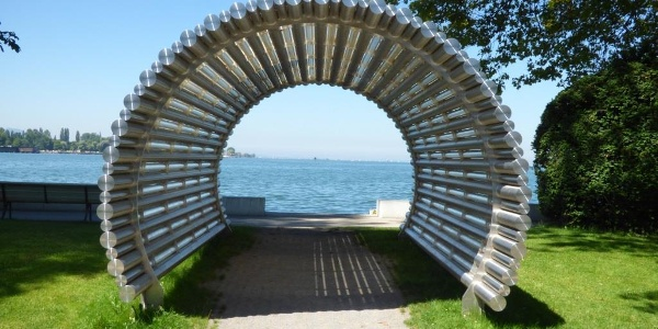 Lichttunnel bei Tag