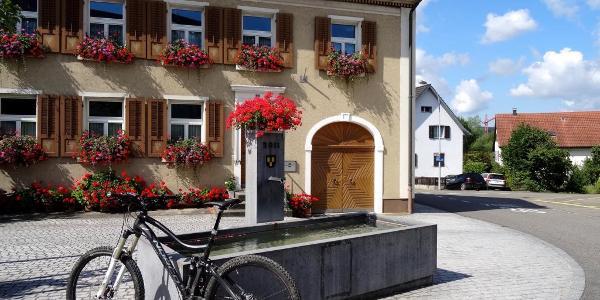 "0100 Trinkenbrunnen in Döttingen schafft beste Tourvoraussetzungen   47°34'12.3""N 8°15'23.6""E"