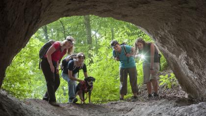 Durch die Trasshöhlen