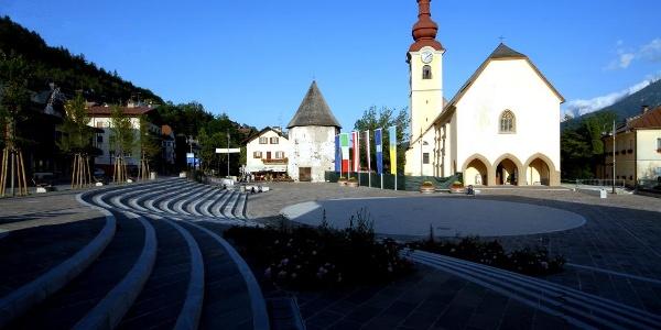 Tarvis Hauptplatz mit Kirche